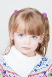 Jeune belle petite fille photographie stock libre de droits