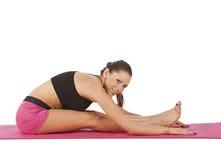 Jeune belle pose de yoga de fille Photo stock
