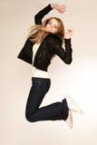 Jeune blond dans un saut Image stock