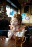 Jeune blonde avec un visage triste Photos libres de droits