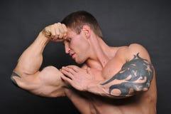 Jeune bodybuilder photographie stock