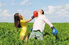 Jeune boxe de couples Image stock