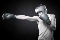 Jeune boxeur intense Image libre de droits