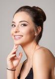 Jeune brunette magnifique image stock