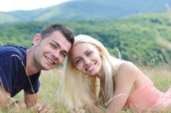 Jeune célébration de couples Photo stock
