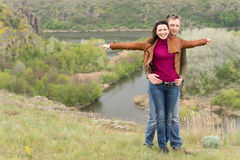 Jeune célébration romantique heureuse de couples Photographie stock