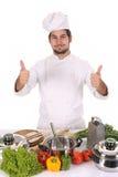 Jeune chef préparant le déjeuner photos stock