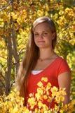 Jeune Coed en automne images libres de droits