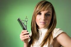 Jeune coiffeur confiant Photographie stock libre de droits