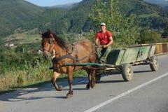 Jeune compatriote de village de montagne en Roumanie Photographie stock libre de droits