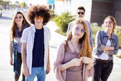 Jeune concept d'amitié de la jeunesse de groupe Photographie stock