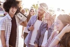 Jeune concept d'amitié de la jeunesse de groupe Photo libre de droits