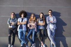 Jeune concept d'amitié de la jeunesse de groupe Photos stock