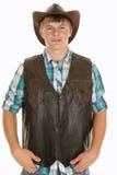 Jeune cowboy dans le regard de gilet photo libre de droits