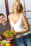 Jeune cuisson de couples Image libre de droits