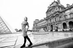 Jeune dame à Paris Images libres de droits
