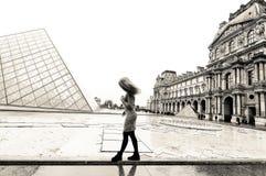 Jeune dame à Paris Photographie stock libre de droits