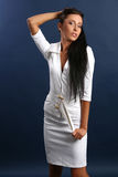Jeune dame attirante dans la robe blanche Image libre de droits