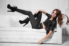 Jeune dame aux longues jambes Photo libre de droits