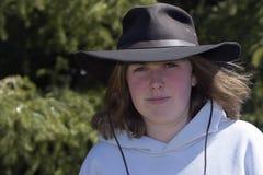 Jeune dame avec le chapeau Photos libres de droits