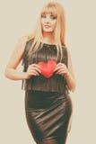Jeune dame avec le coeur rouge Photos stock