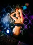 Jeune dame blonde sexy DJ Photographie stock libre de droits