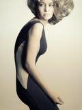Jeune dame dans la robe noire élégante Photo libre de droits