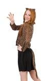 Jeune dame dans le chemisier de léopard d'isolement sur le blanc photographie stock libre de droits