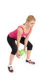 Jeune dame faisant la séance d'entraînement de medicine-ball photos stock