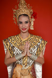 Jeune dame thaïe dans une danse antique de la Thaïlande Photographie stock