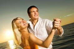 Jeune danse de couples Photo stock