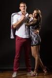 Jeune danseur de ballerine posant de jeunes couples Photo libre de droits