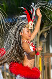 Jeune danseur de danse polynésienne en Hawaï Images stock