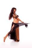Jeune danseur de ventre dansant un virage Images stock
