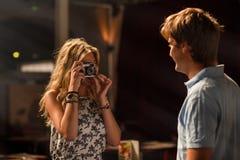 Jeune datation attrayante de couples Photo stock