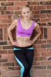 Jeune dessus de port blond d'exercice Photo stock