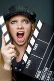 Jeune directeur féminin fou avec le hurlement d'ardoise Image libre de droits