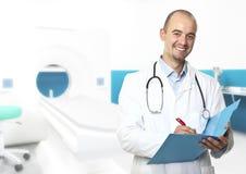 Jeune docteur dans l'hôpital Images libres de droits
