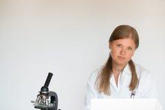 Jeune docteur féminin photos libres de droits