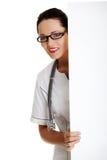 Jeune docteur féminin avec le drapeau. Image libre de droits