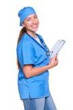 Jeune docteur féminin retenant une garniture d'écriture Photographie stock