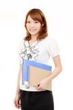 Jeune document asiatique de fichier de recopie de femme d'affaires Photo libre de droits