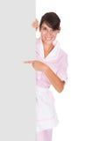 Jeune domestique With Bill Board photographie stock libre de droits