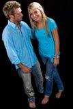 Jeune embrassement caucasien de couples Image stock