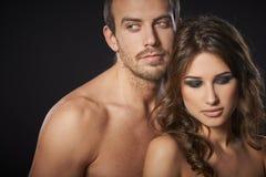 Jeune embrassement sexy de couples Image libre de droits