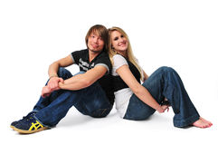 Jeune emplacement de couples sur l'étage et le sourire Photo stock