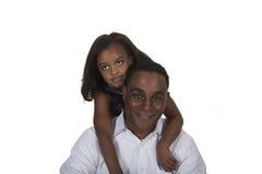 Jeune enfant en bas âge et son père d'isolement sur un fond blanc Photos libres de droits