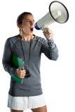 Jeune entraîneur féminin annonçant sur le mégaphone Image libre de droits