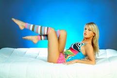 Jeune exercice blond sexy de femme image libre de droits