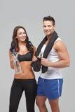 Jeune exercice de couples ensemble Image stock